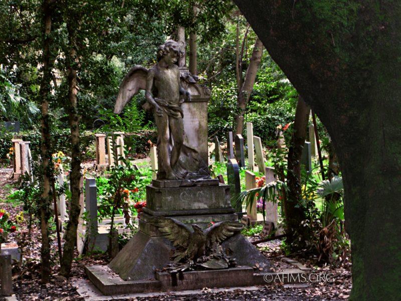 Memorial before restoration
