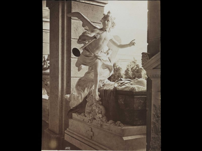 Period photo of the Casella sculpture